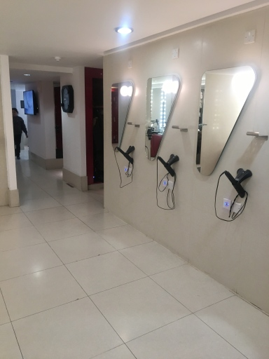 Running In Glass Shoes Finding The Perfect Gym Snazzy Changing Room